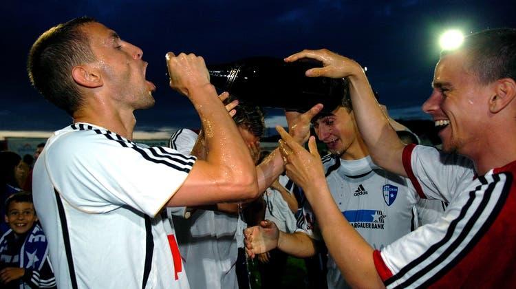 Gefühlt war der FC Wohlen bereits abgestiegen – doch am Ende floss im Stadion Niedermatten trotzdem der Champagner