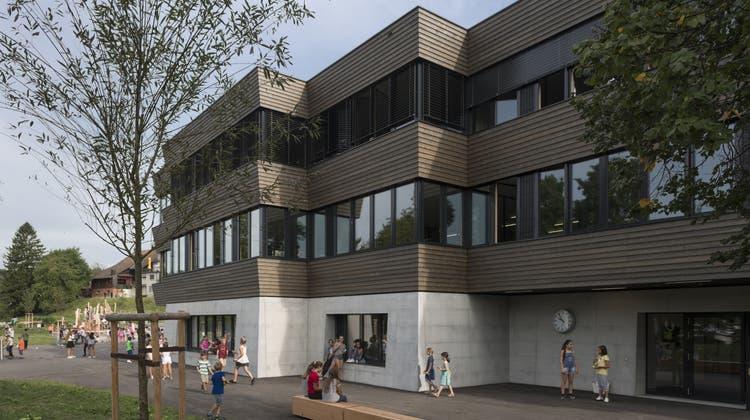 Das neue Schulhaus Haldenacher hält viele Überraschungen bereit