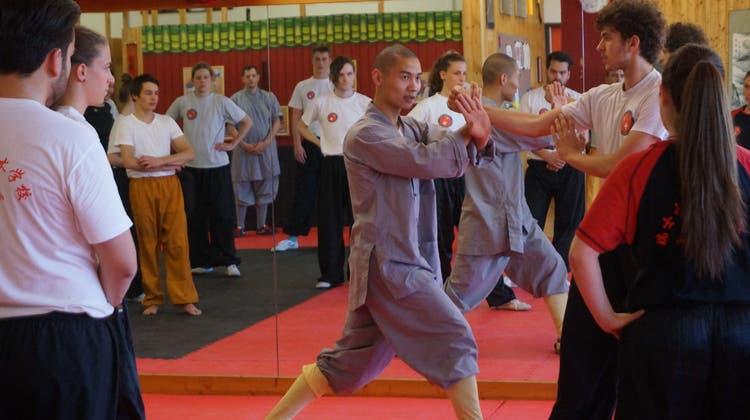 Altes China in Urdorf – Shaolinmönch besuchte Workshop der Swiss Chinese Kung Fu School