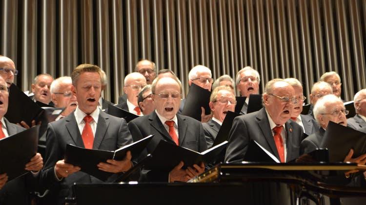 Der Männerchor feiert die Gegensätze