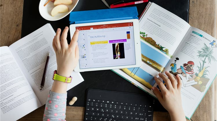 Grosser Schritt in die digitale Zukunft: Bildung, serviert auf Tablets