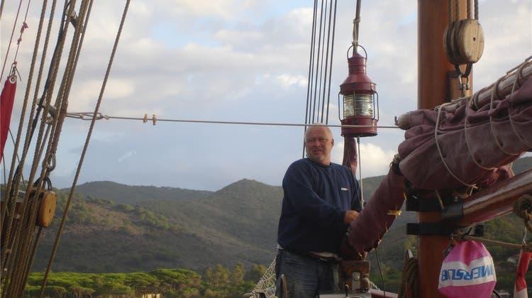 Ferienanbieter auf hundertjährigem Holzboot: Er fand sein Glück auf dem Meer