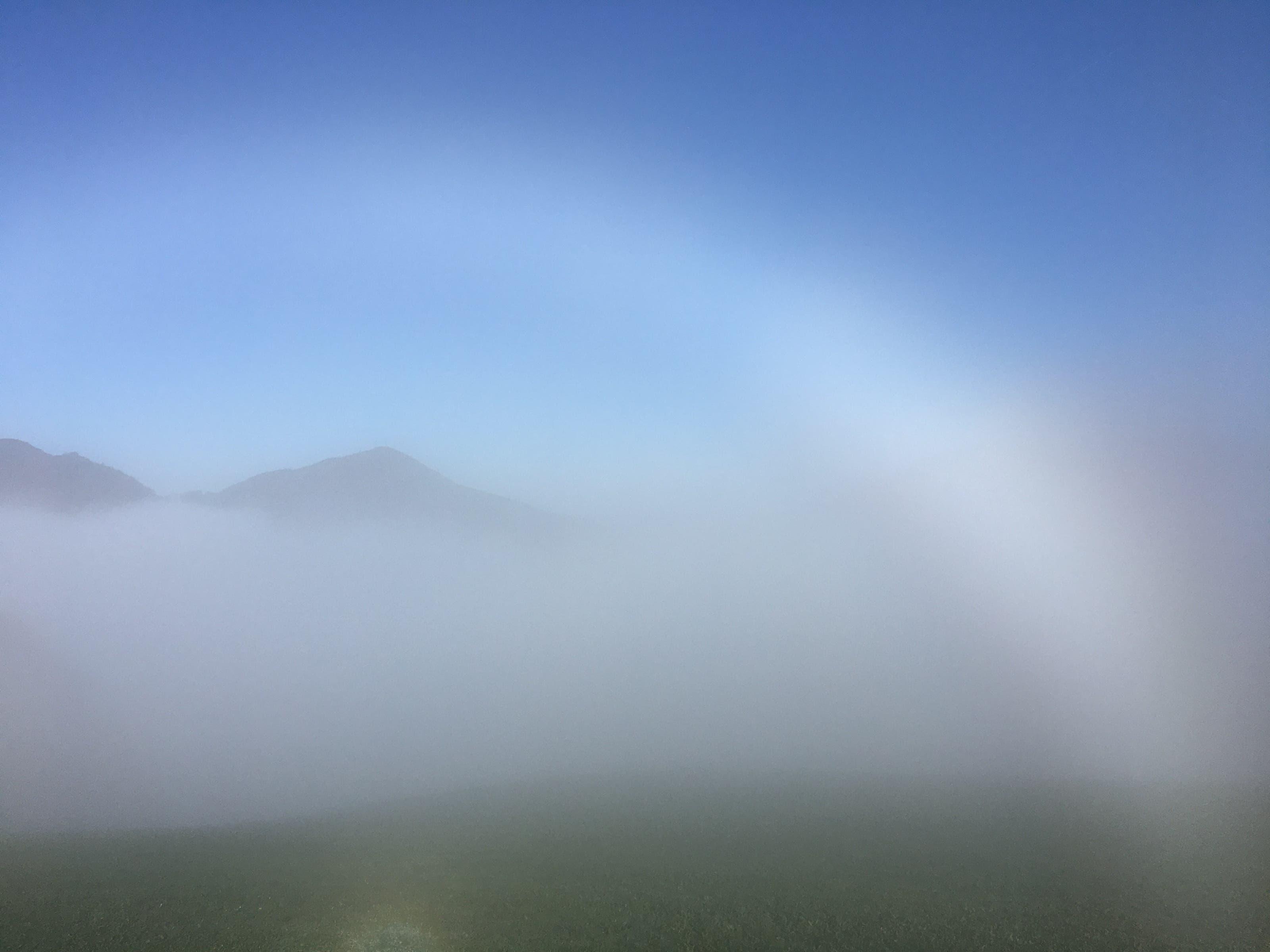 undefined Spezieller Lichteffekt - die Sonne spielt mit dem Nebel