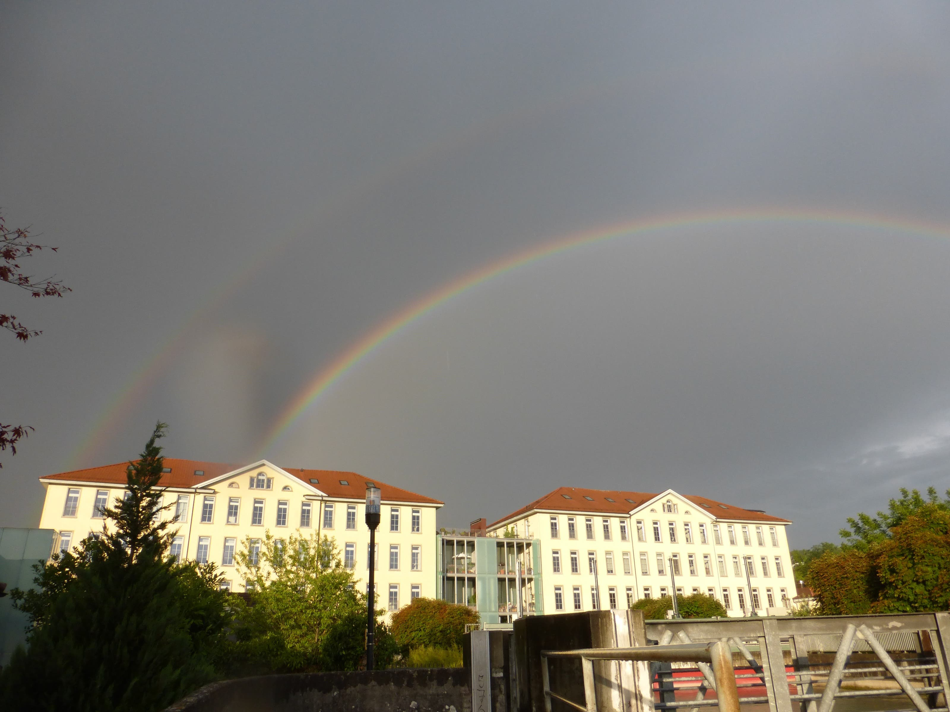 undefined Die Kunz-Zwillingsbauten brauchen auch zwei Regenbogen