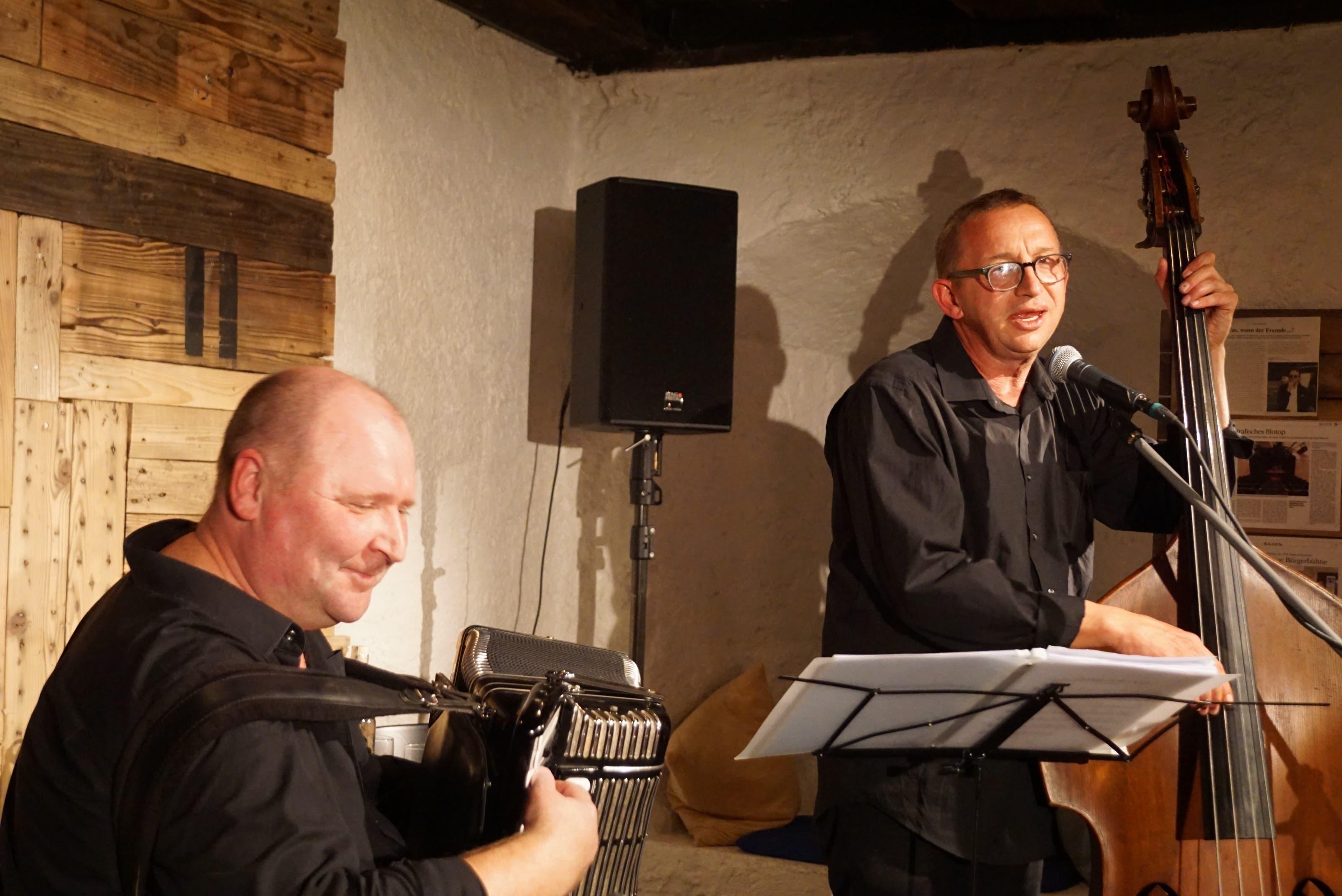 Oleg Lips (links) am Akkordeon und Philipp Galizia am Kontrabass...