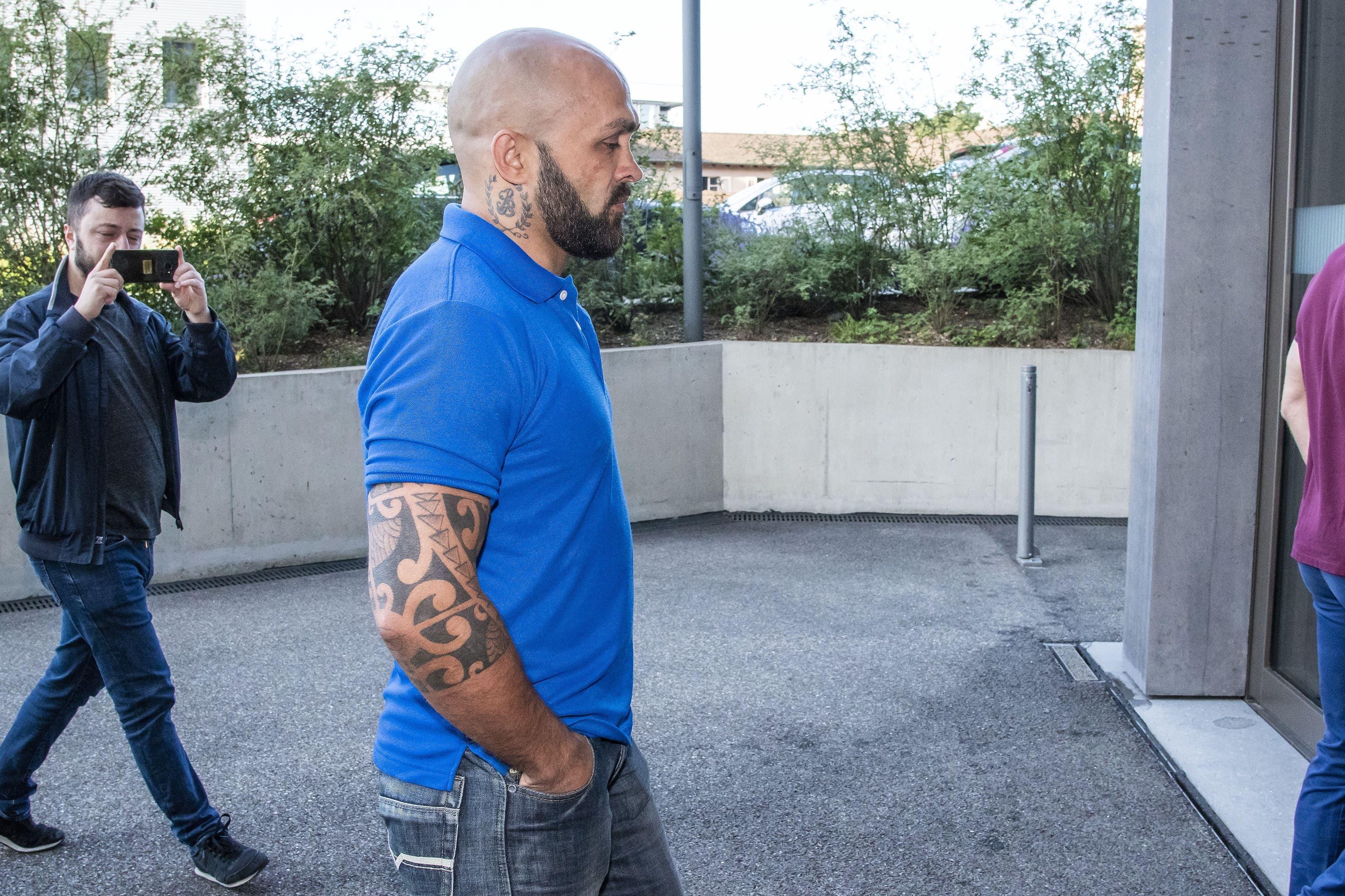 Er soll zusammen mit einem maskierten und bewaffneten Schlägertrupp das Trainingscenter seines Rivalen Shemsi Beqiri überfallen haben,