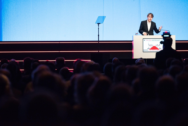 Dabei zeigten Unternehmerpersönlichkeiten wie Bernhard Burgener den Besuchern aus Wirtschaft, Verwaltung und Politik auf, wie sie die Digitalisierung ganz konkret in ihren Unternehmen umsetzen.