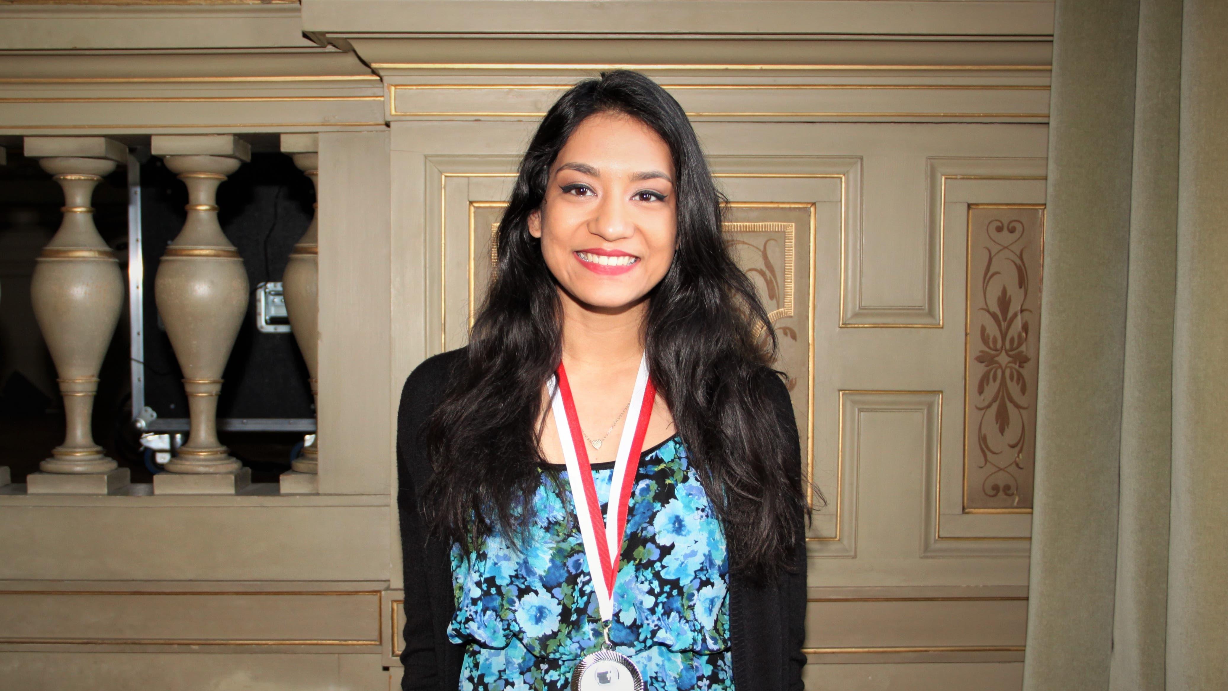 Seine Mitschülerin Ambika Mukherjee aus Untersiggenthal holte sich die Silbermedaille.