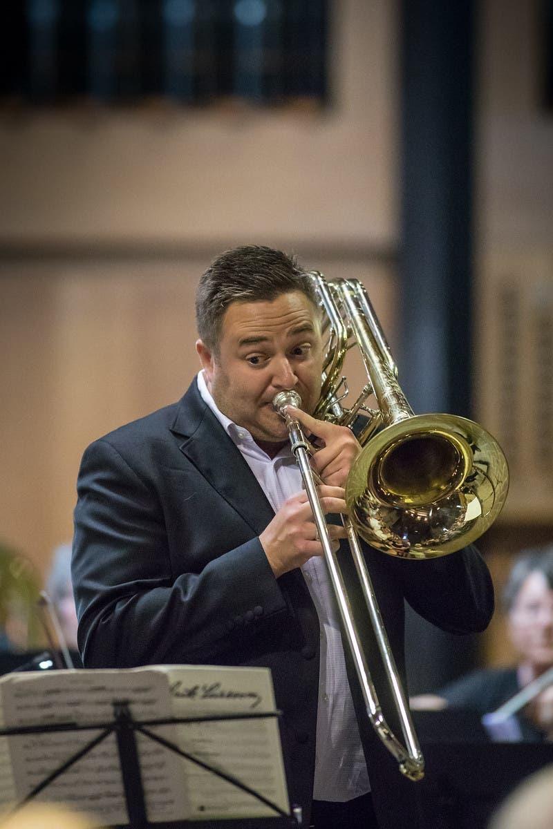 Der in Olten wohnhafte Profimusiker Ben Green und seine Bassposaune verliehen dem Konzert eine besondere Note.