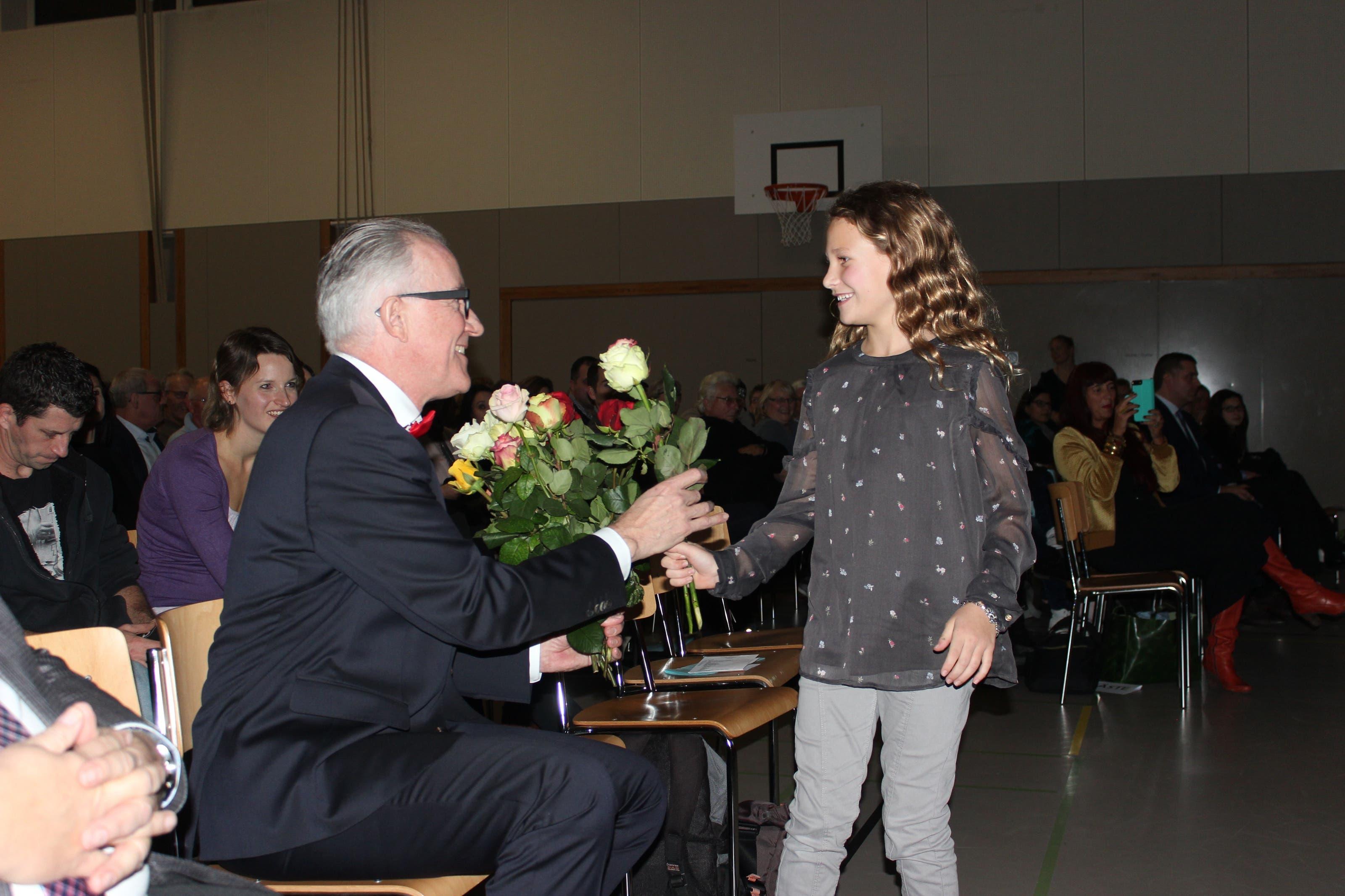 .... erhielt der langjährige Gemeindeammann eine Rose um die andere.