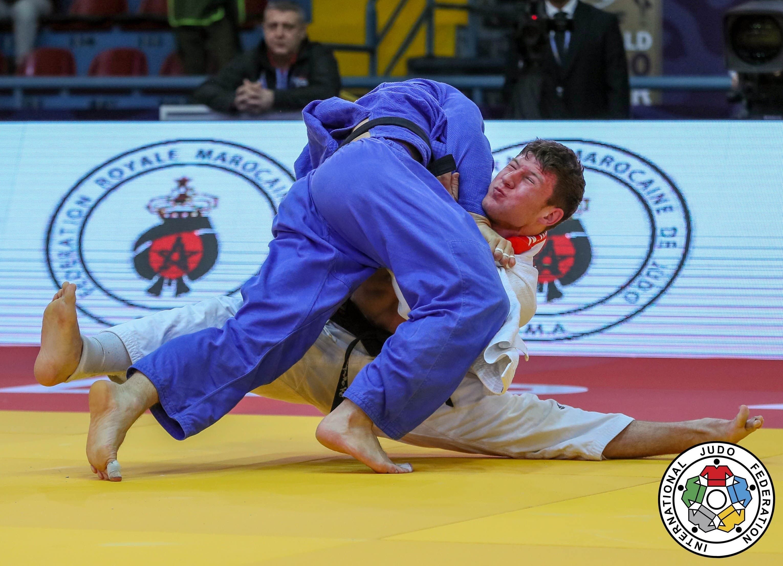 Grand Prix Agadir Ein echter Coup gelang Ciril Grossklaus Grossklaus (blau) im Halbfinal, wo er in der Verlängerung (dem Goldenscore) den amtierenden Weltmeister -90 Kg, Nemanja Majdov, mit Höchstwertung bezwang.