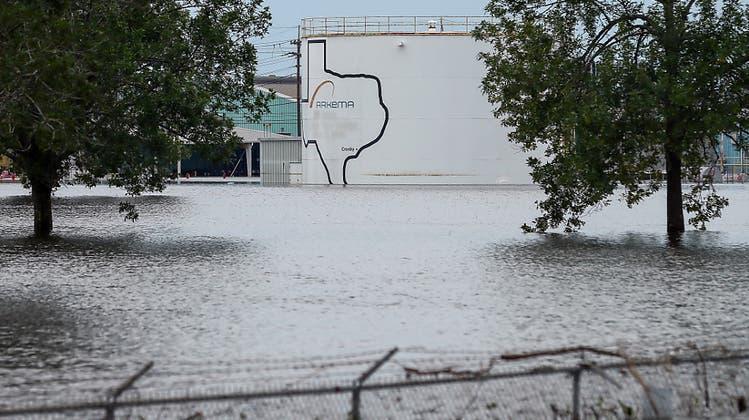 Explosion in überfluteter Chemie-Fabrik bei Houston – Texas braucht 125 Milliarden Dollar