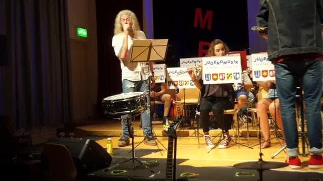 Zum Abschied schenkte sie der Jugendmusik eine Band