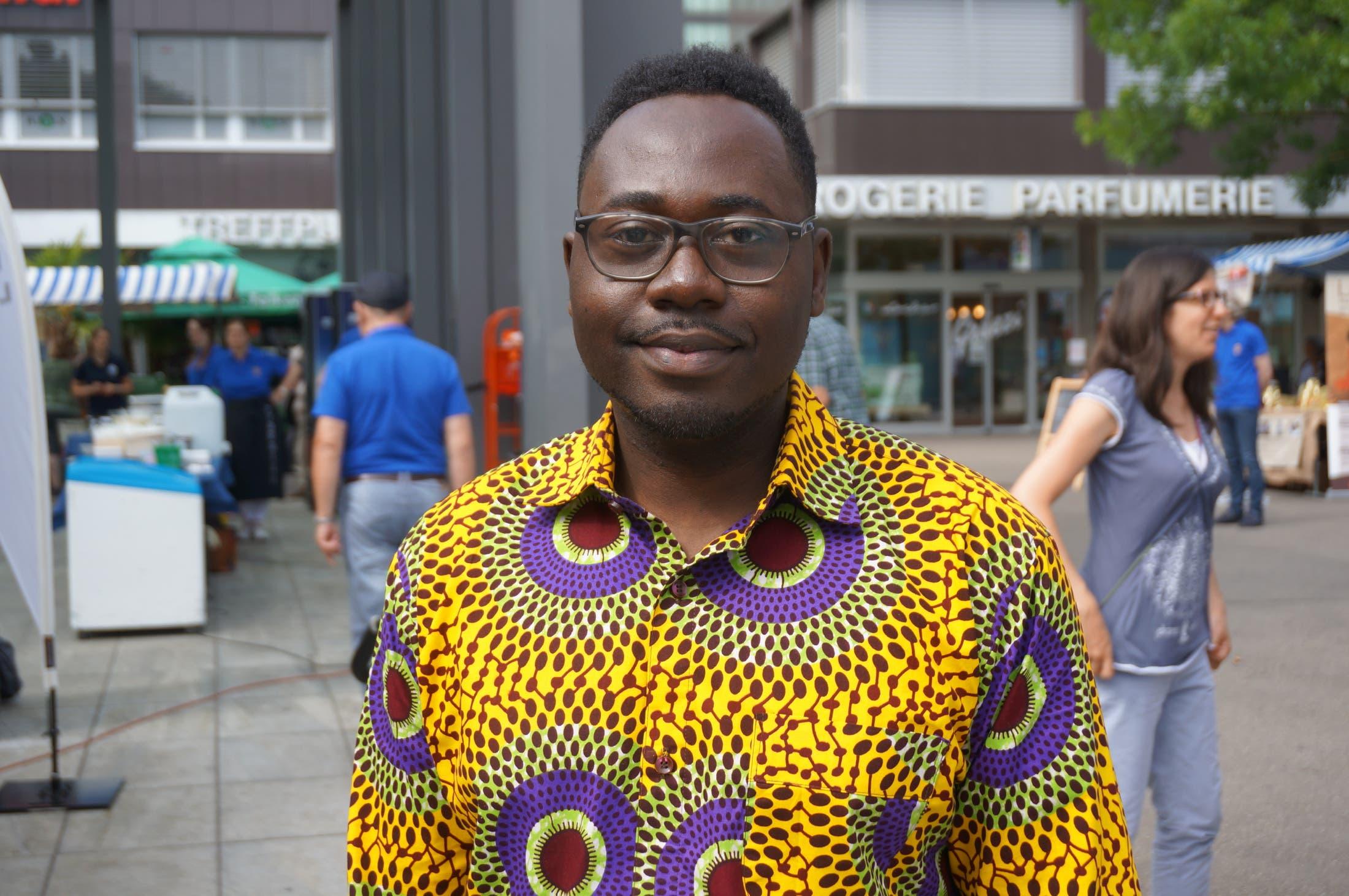 Edward Filippi (29), Zürich «Ich komme aus Ghana, dort kostet eine Brille im Schnitt 50 Franken, was ein bis zwei Monatslöhnen entspricht. Weil in den meisten afrikanischen Ländern Brillen zu teuer sind, wird die Ein-Dollar-Brillen-Aktion dort Gutes bewirken.»