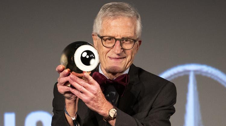 Rolf Lyssy mit dem «Goldenen Auge» am Zurich Film Festival. (Bild: Alexandra Wey/Keystone (28. September 2020))