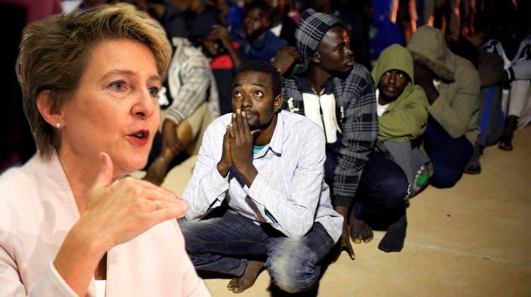 Bund will 3200 Eritreer zurückschicken – beugte sich Sommaruga dem Druck?