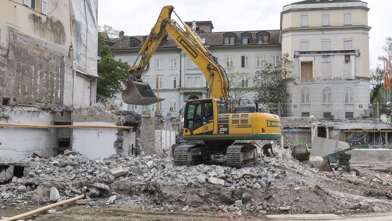 Kreischende Bagger statt quakender Frösche – ein Augenschein auf der Baustelle im Bäderquartier