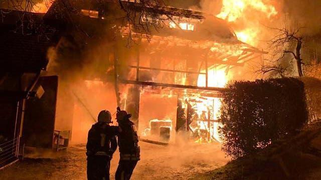 Grossbrand wütet in Altbau – fünfköpfige Familie verliert ihr Zuhause