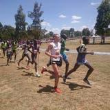 OL-Läufer Matthias Kyburz kommt im Trainingslager in Kenia auf die Welt