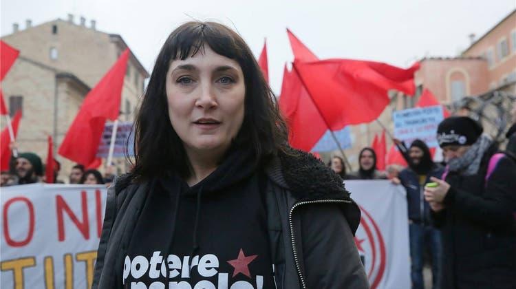 Die «Verrückten aus Neapel» mischen den Wahlkampf auf