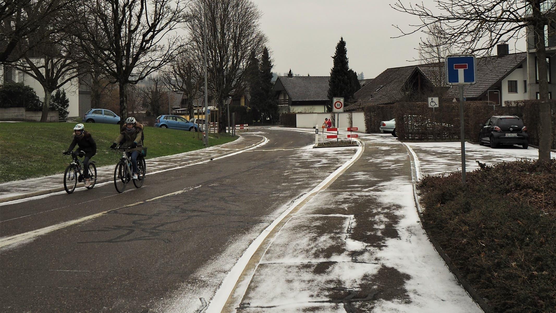 Die Verkehrsberuhigungselemente (Rabatten) auf der Wallisstrasse werden aus Sicherheitsgründen rückgebaut.