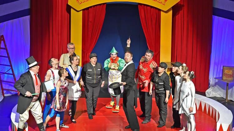 «Das verflixte Zauberbuch» verwandelt das Stadttheater in eine Zirkusmanege