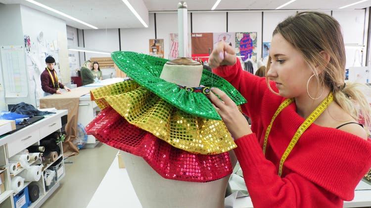Wo Fasnachtskostüme wahr werden: Zu Besuch an der Schule für Mode und Gestalten