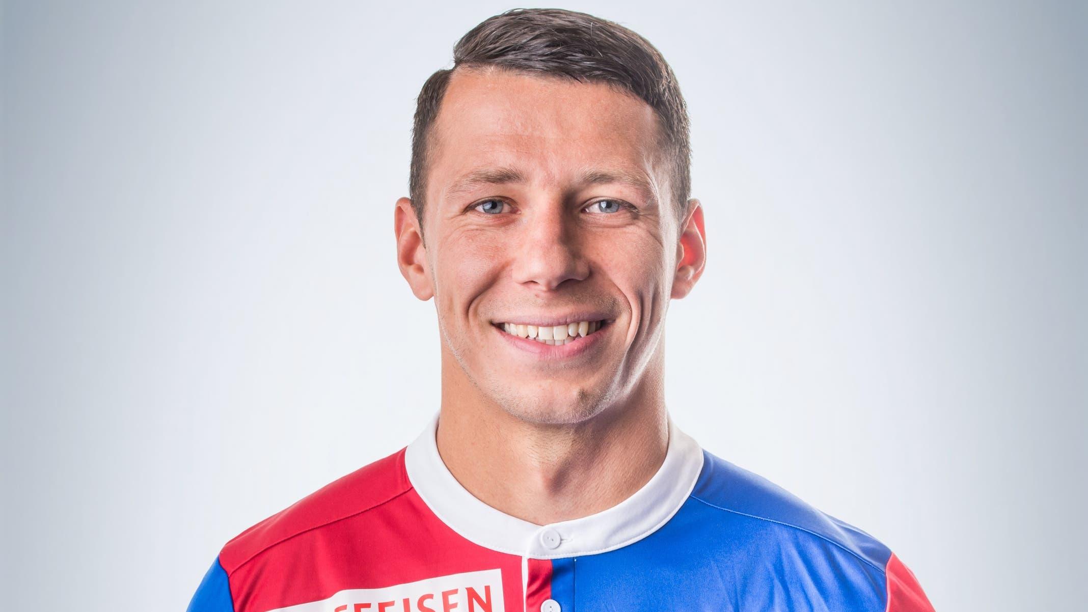 Marek Suchy: 4 Eigentlich eine ganz ansprechende Partie. Beim 0:1 entwischt ihm jedoch im Rücken Marvin Schulz. Das Tor geht auf die Kappe des Captains.