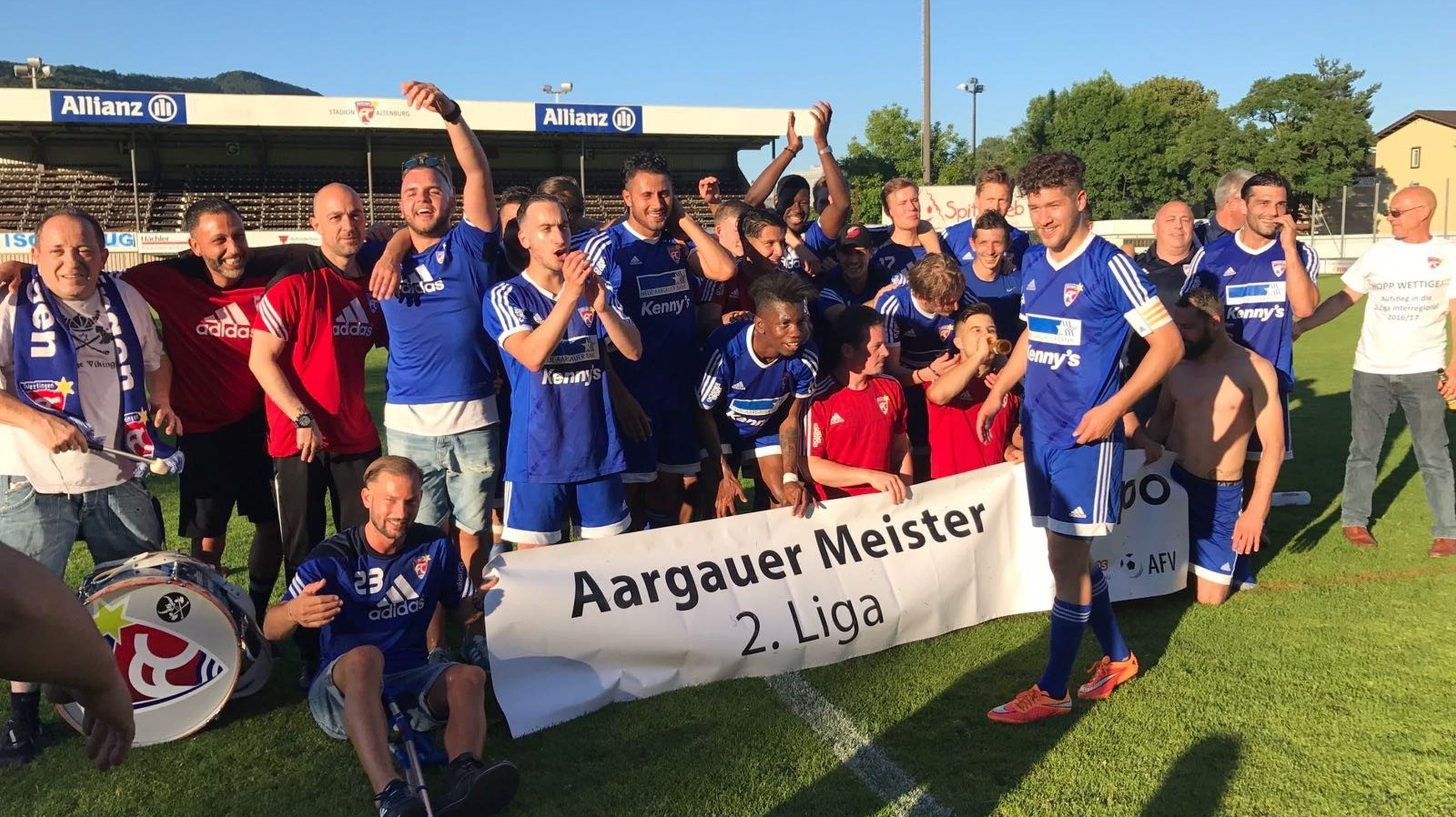 Jubel beim FC Wettingen: Das Team ist Aargauer Meister und steigt auf.
