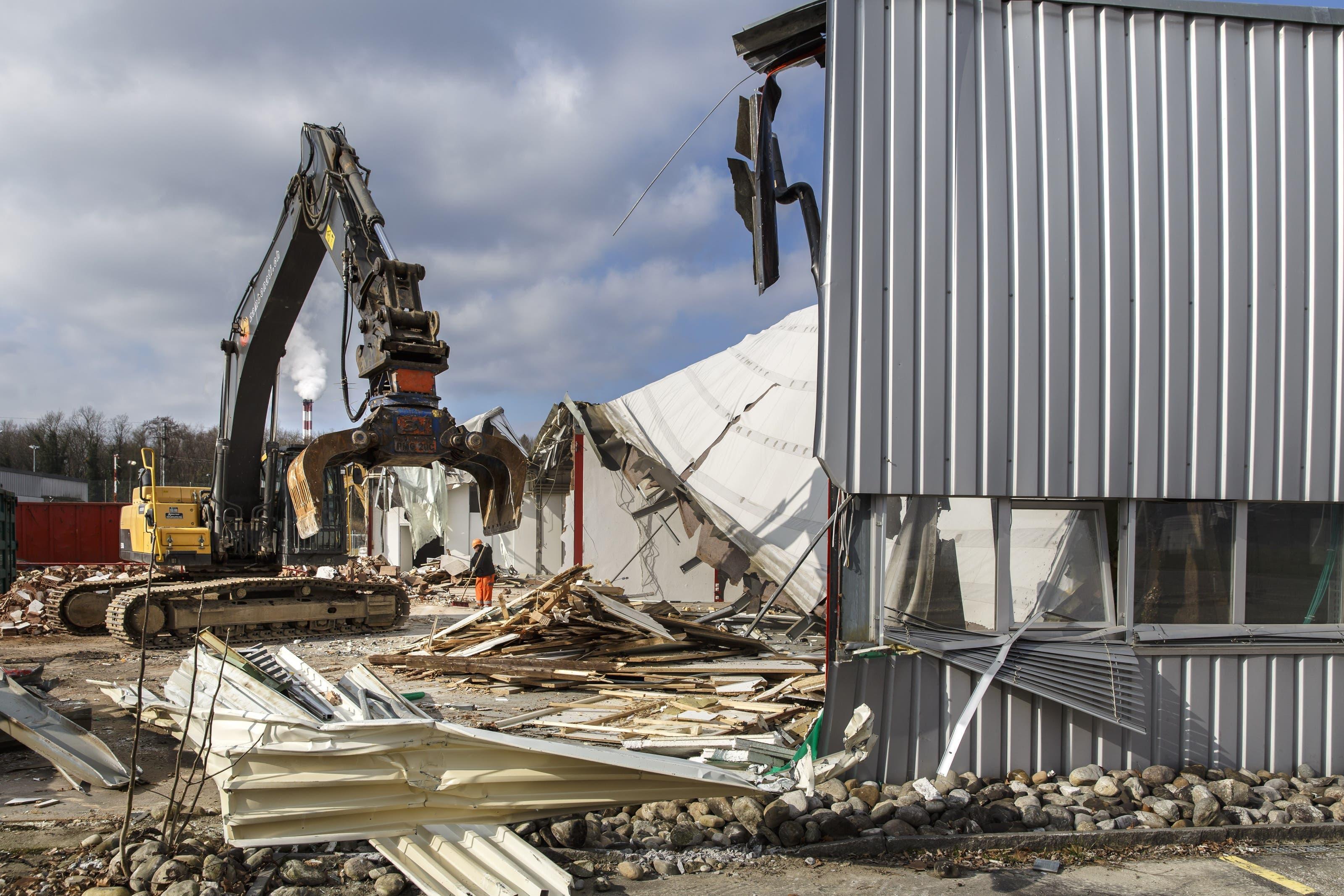Die Produktionshalle wird abgerissen, um einem neuen Gebäude Platz zu machen