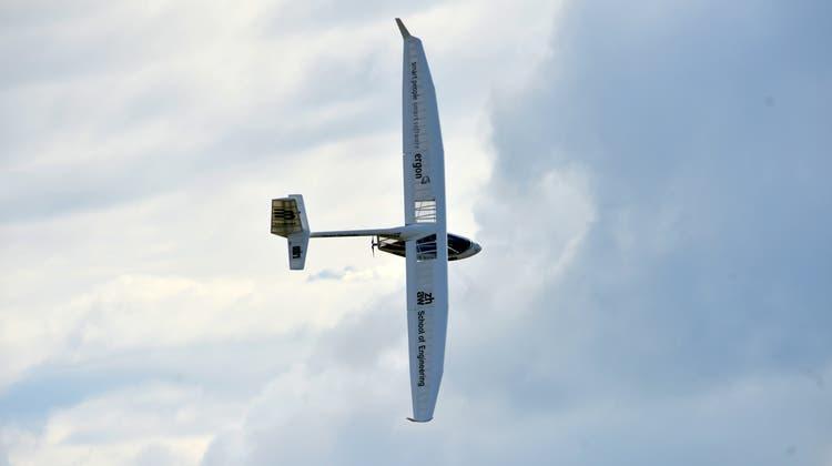 An der Smartflyer Challenge konnten töllkühne Männer in fliegenden Kisten bestaunt werden