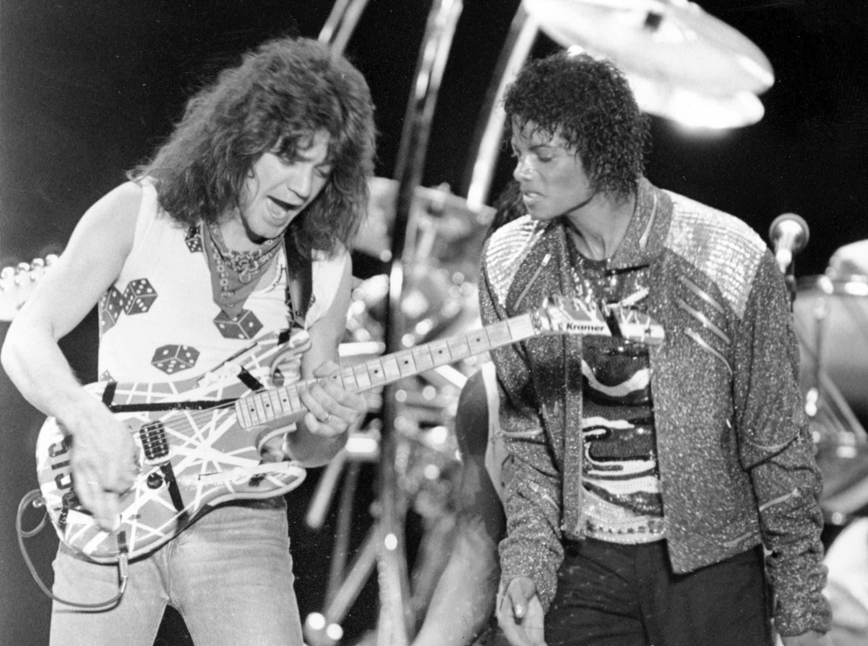 Van Halen-Leadgitarrist Eddie Van Halen performt den Song «Beat It» mit Michael Jackson auf dessen Victory-Tour. Eddie Van Halen arbeite auch für andere Musiker, was zum Streit mit Sänger David Lee Roth führte, der die Band Mitte der Achtziger verließ.