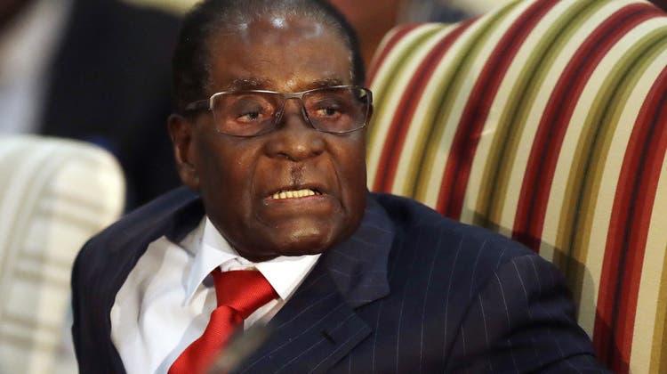 Militär-Putsch: Despot Mugabe (93) tritt nach 37 Jahren zurück – und das Volk jubelt