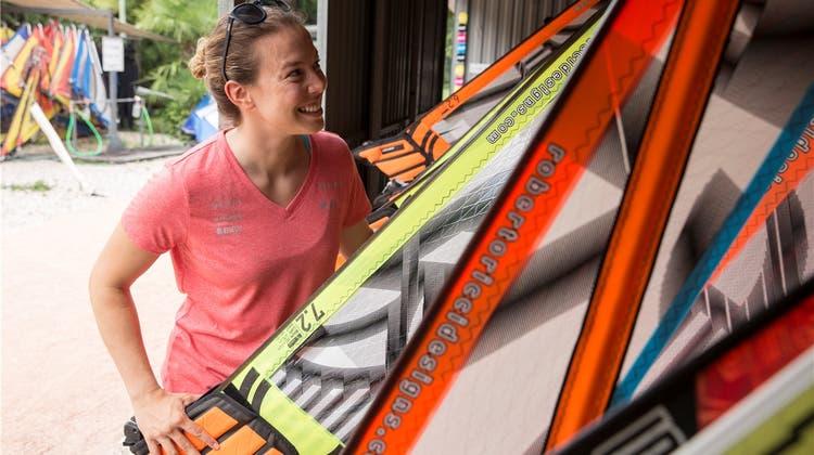 Hart am Wind: Michelle Gisin ist sowohl auf der Skipiste wie auch auf dem Surfbrett in ihrem Element