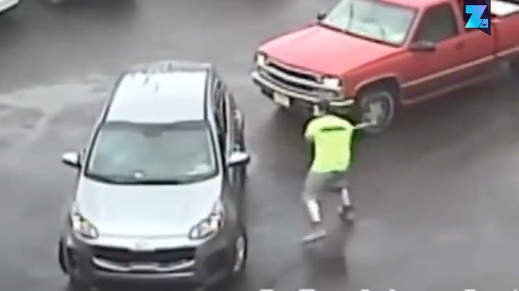 Haben da zwei eine Rechnung offen? Polizei fahndet mit brutalem Video nach Opfer und Täter