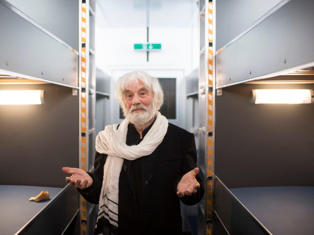 """Pfarrer Ernst Sieber im """"Pfuusbus"""": Mit einer Spendenaktion sammelte er Geld für die Notschlafstelle in Zürich."""