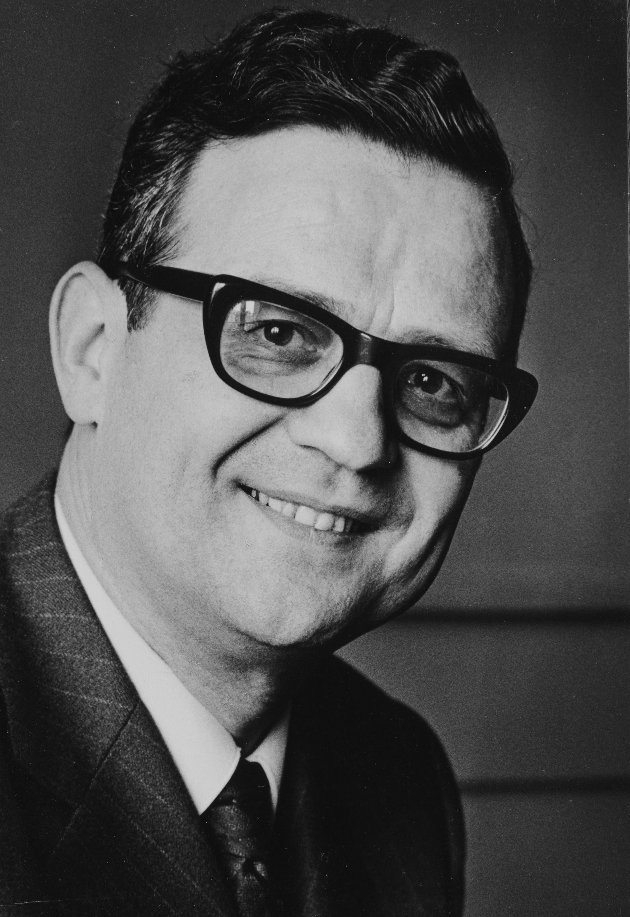 Der Oltner Hans Künzi um 1964 Im Rahmen der Reihe «Schweizer Pioniere der Wirtschaft und Technik» ist der Band «Hans Künzi Operations Research und Verkehrspolitik» erschienen.