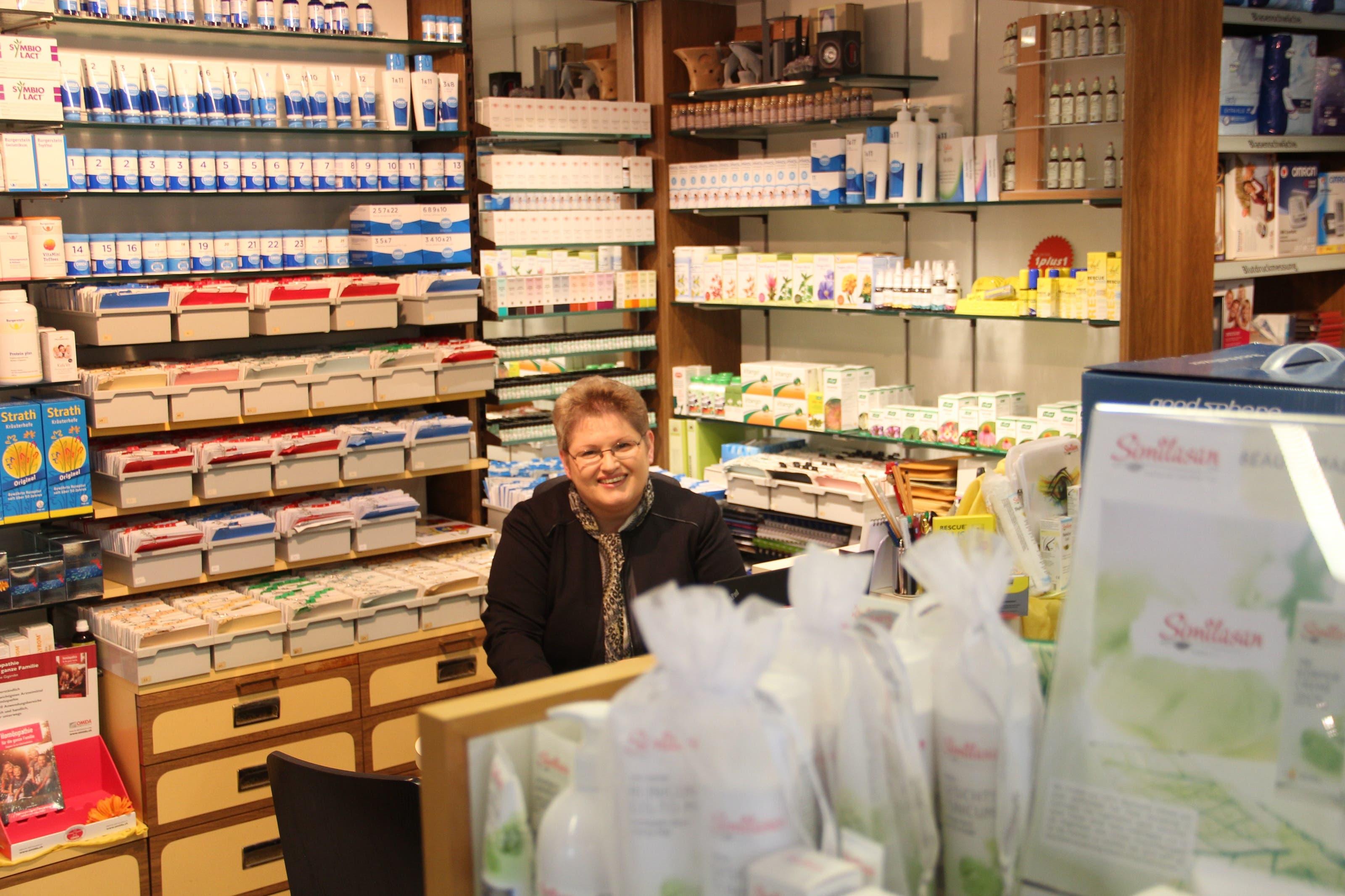 Maja Fabich-Stutz Inhaberin der Drogerie Stutz in Sarmenstorf: «Wenn man natürlich arbeiten will, dann darf man nicht chemisch denken. Die Spagyrik wird für jede Person individuell zusammengemischt.»