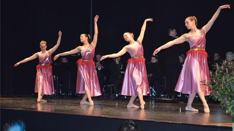 Zusammenspiel von Musikgesellschaft und Ballettschule begeisterte