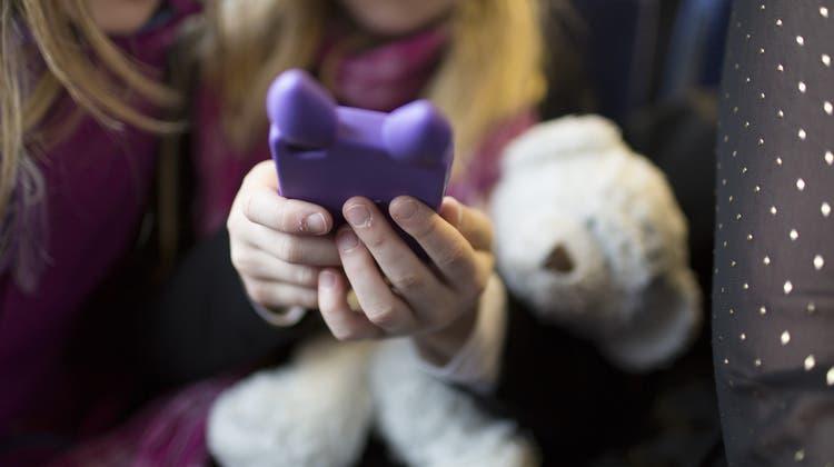 Handy statt Plüschtier: Die Spielzeugindustrie ist unter Druck – in zweifacher Hinsicht