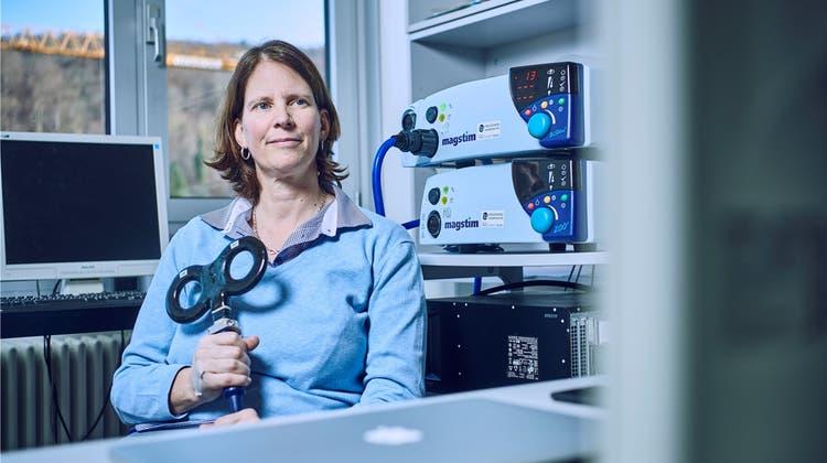 «Wir wollen den Schlaf verbessern»: So lässt sich das Gehirn mit Strom und Magnetfeldern beeinflussen