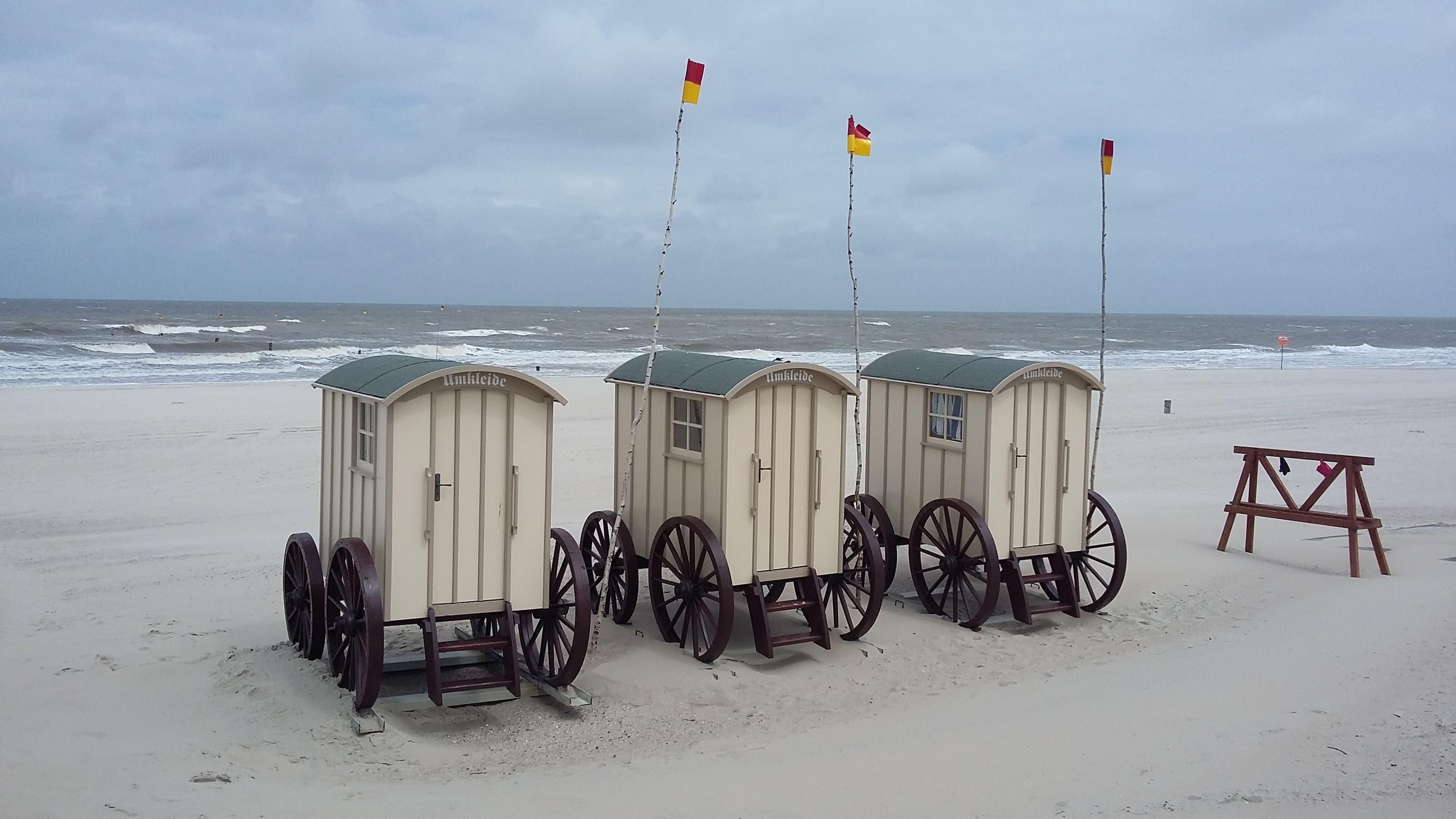 undefined Umkleidekabinen am Strand von Norderney