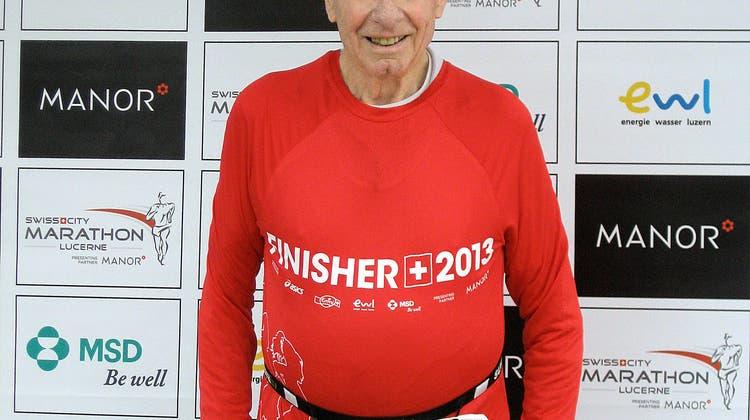 Dieser 94-Jährige rennt Marathons – sein Betreuer erklärt, wie diese Leistung möglich ist