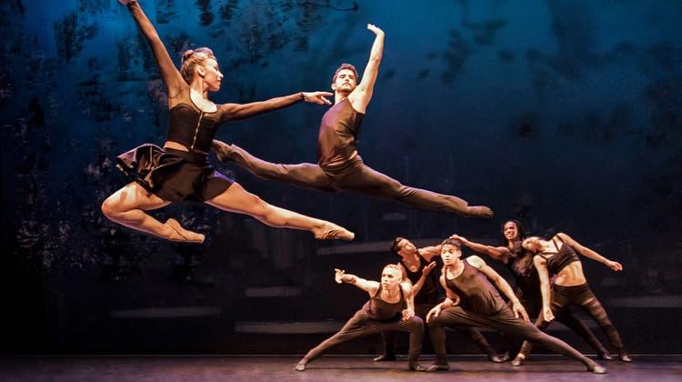 Ballet Revolución: Ein Ballettabend, so bunt wie ein Musikvideo
