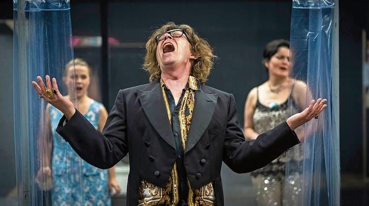 Premierenvorschau: Revue mit einem Unhold im Luzerner Theater
