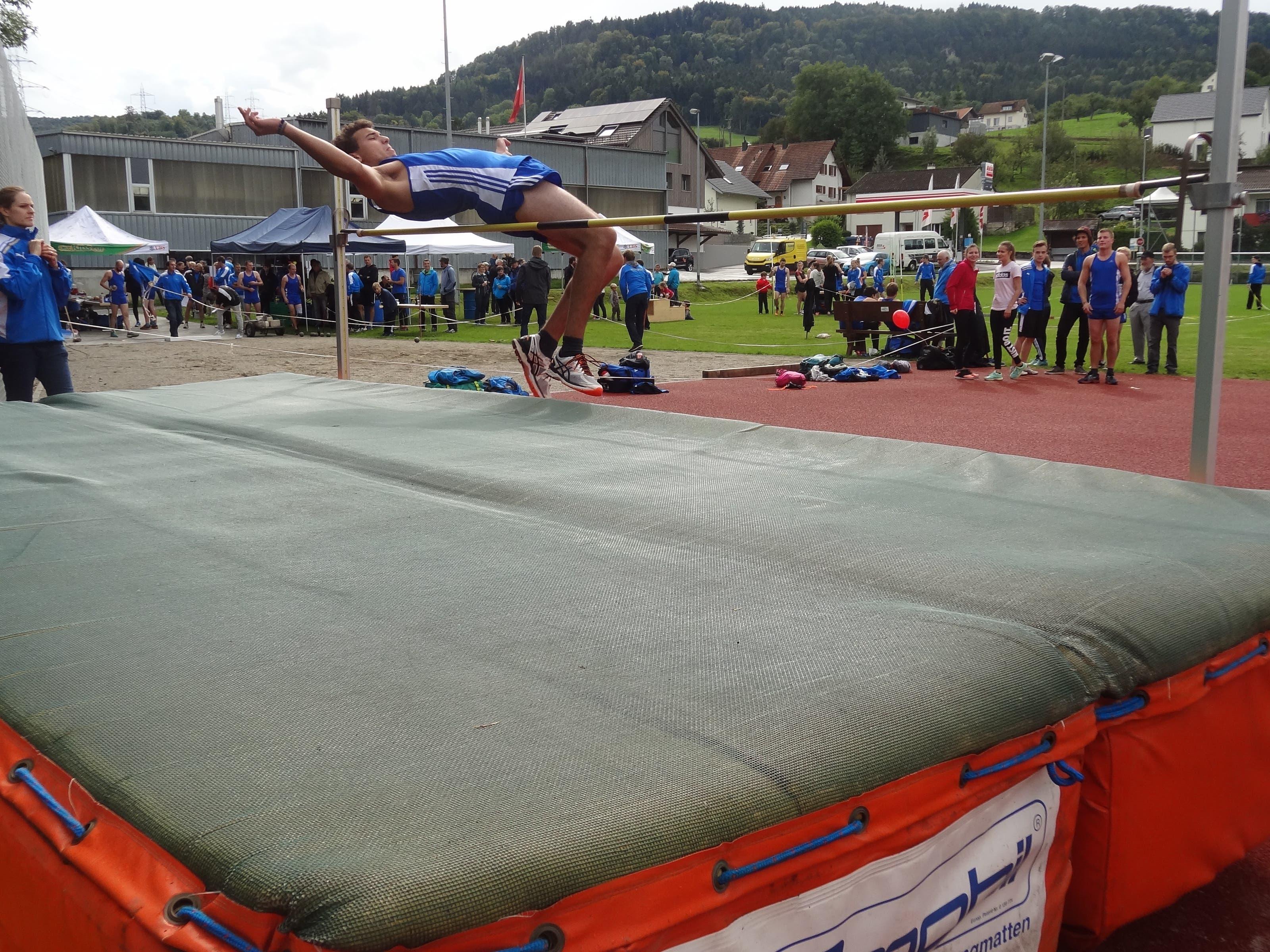 Endturnen Viele Zuschauer unterstützen die Sportler beim Wettkampf.