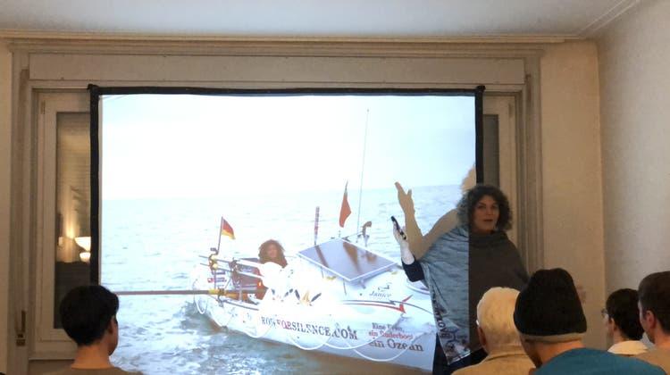 Eine Frau. Ein Boot. Ein Ozean.