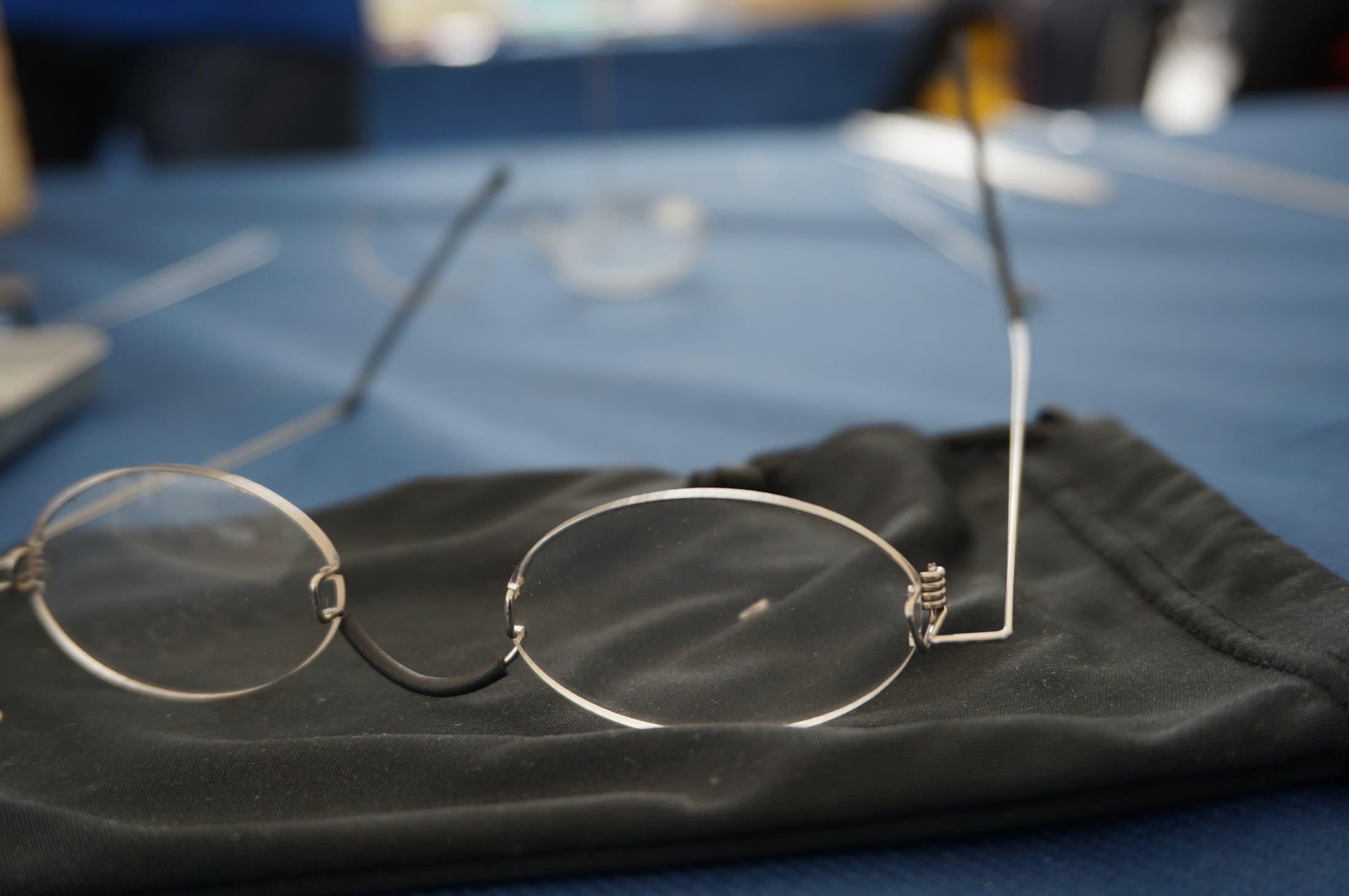 Die Erstellung der Ein-Dollar-Brille dauert etwa drei Stunden