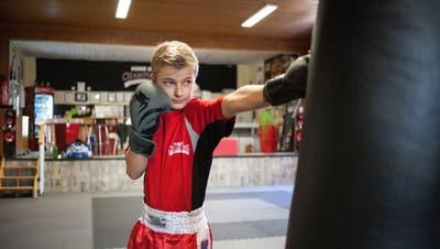 Nick teilt aus: Der 13-jährige Aargauer ist im Kickboxen schon jetzt ganz vorne mit dabei