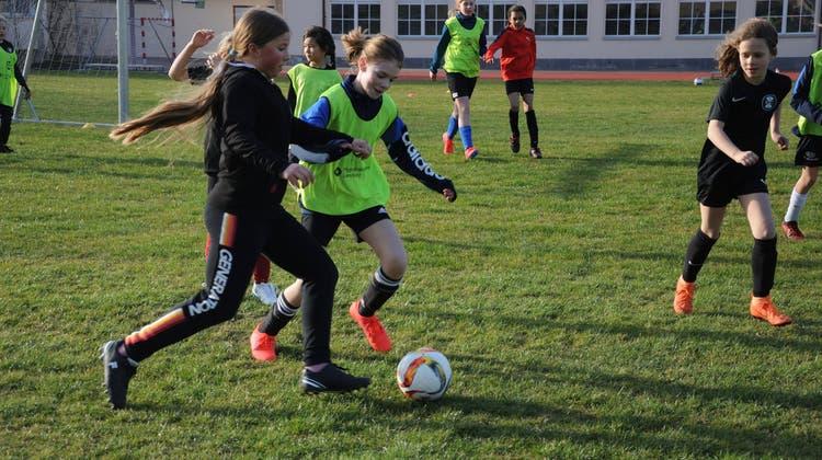 Mädchenfussballschule für Primarschülerinnen in Erlinsbach, Aarau und Küttigen